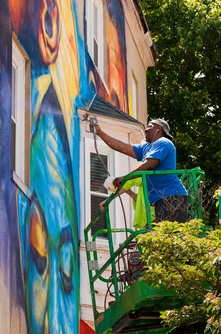 Ernest Shaw Jr at work on his mural for Open Walls Baltimore 201